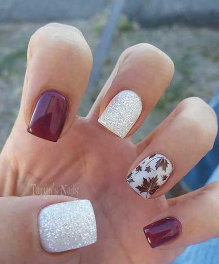 Christmas Nails, Winter Nails, Accent Nail, Glitter, Gold Nail