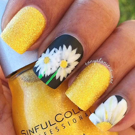Daisy Manicure Themed Spring