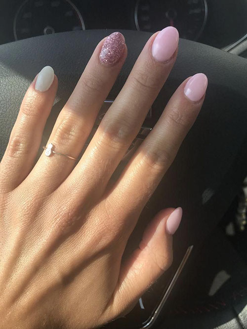 Nails Short Almond