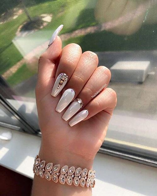 V Nails Pearl